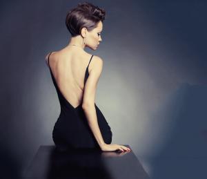 Как да носите със самочувствие дрехи с гол гръб?